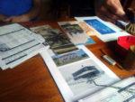 Tisch mit Rollenspielutensilien