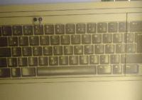 Tür mit Tastaturlayout als Dekoration, Querformat