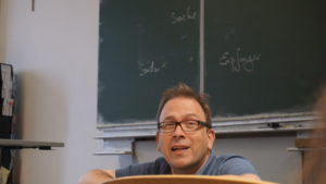 Herr Rau im Unterricht