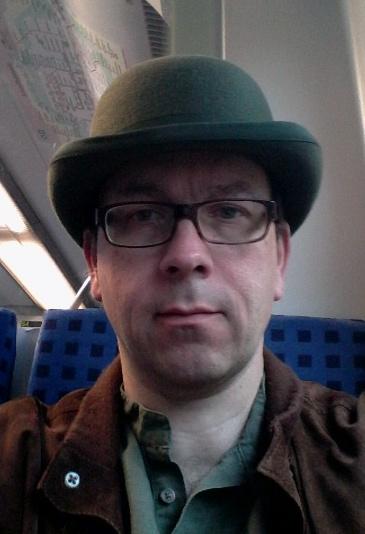 im Zug mit grüner Melone