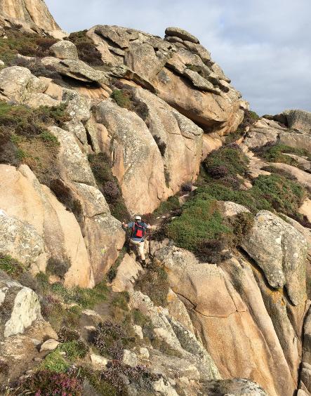 Wandern in Felsen