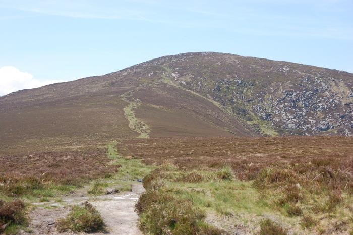 Landschaft mit Hügel